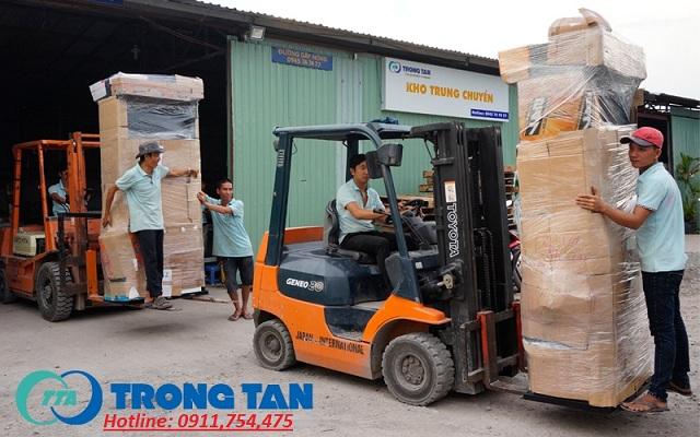 Đóng gói kiện trước khi giao nhận hàng hóa tại Sài Gòn
