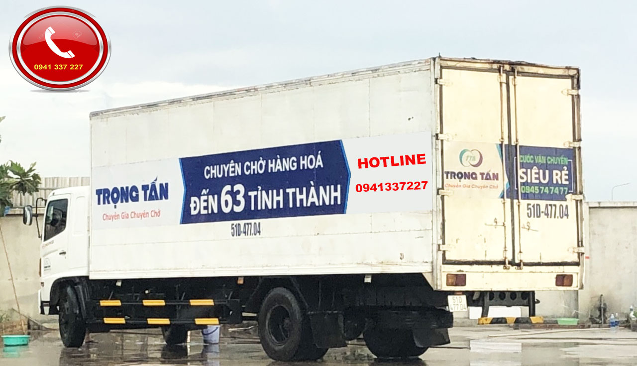 Xe tải thùng kín chuyển hàng