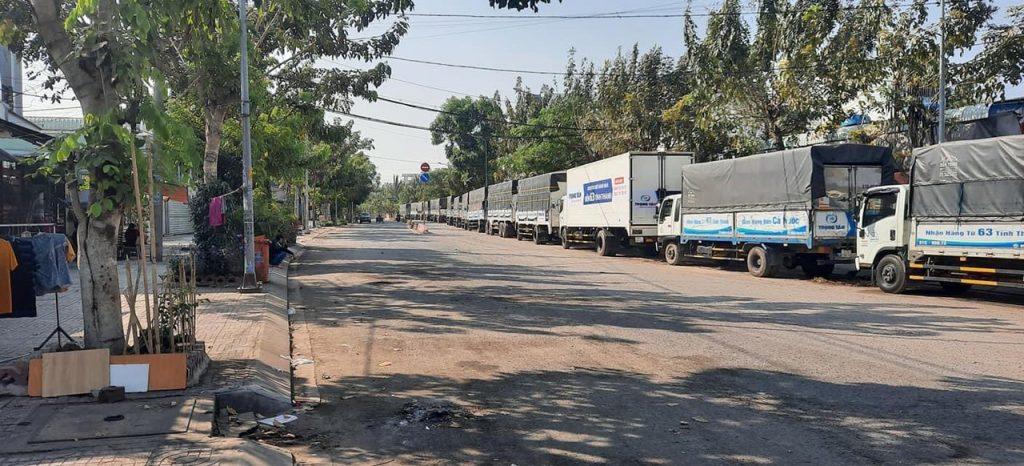 xe tải vận chuyển hàng bằng đường bộ