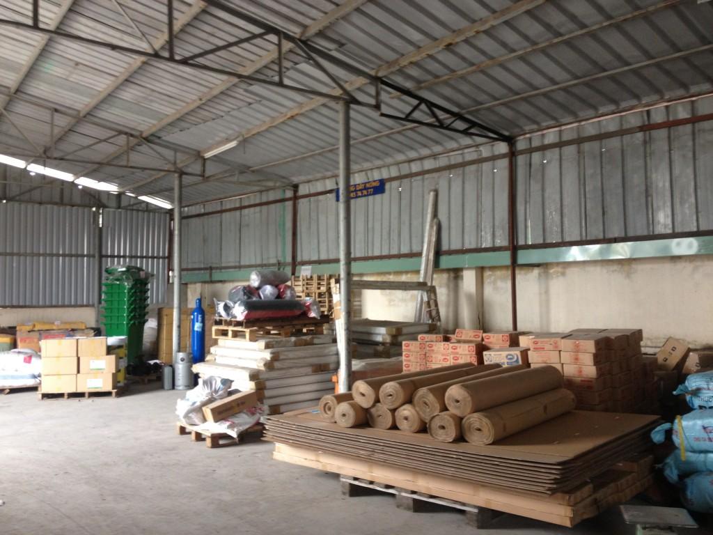 Đội xe tải chuyển hàng đi Ninh Bình