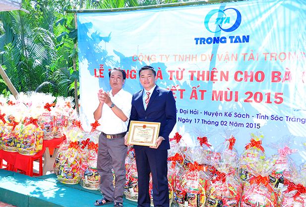 Trao bang khen