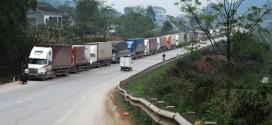 Hàng nghìn xe tải ùn ứ ở Lạng Sơn