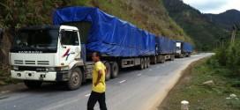 Gần 100 xe gỗ nghi quá tải 'trốn' trên các đường làng